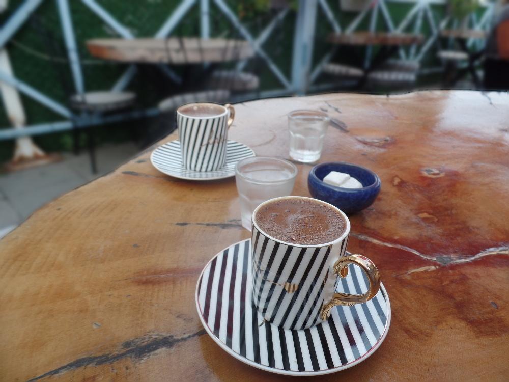 Χάλκη - Στάση για καφέ