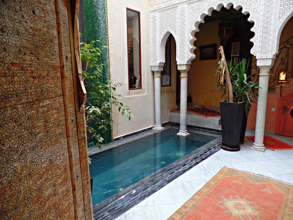 Ο εξωτερικός χώρος του Riad