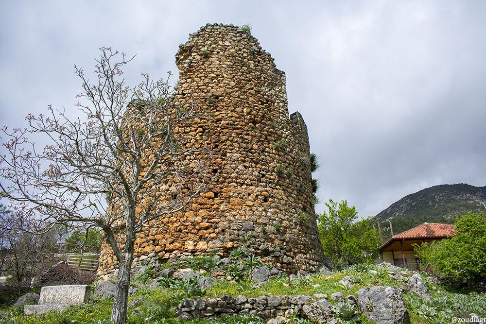 Ο Πύργος των Νοταράδων στη Δροσοπηγή